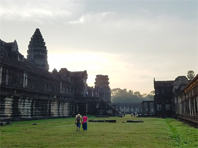 柬埔寨- Angkor Wat at sunrise
